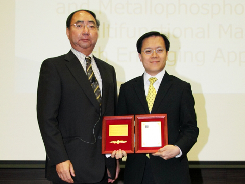 Chemistry scholar wins Lectureship Award from Japanese Photochemistry Association